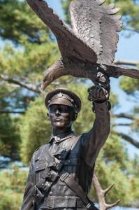 pegahmagabow_statue